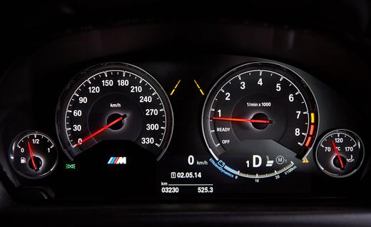 2015-bmw-m4-coupe-instrument-cluster-photo-596284-s-520x318